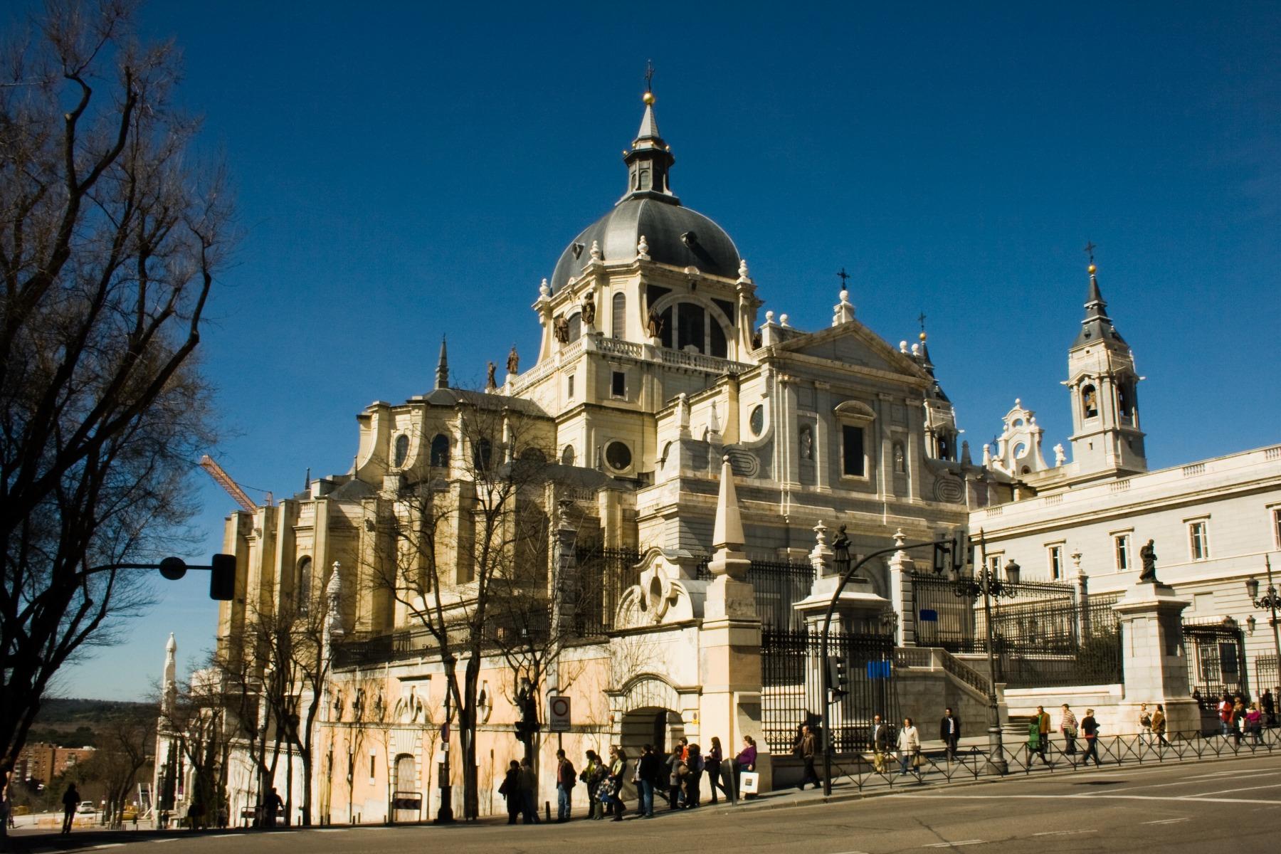 Almudena Katedrali (Kent Katedrali):