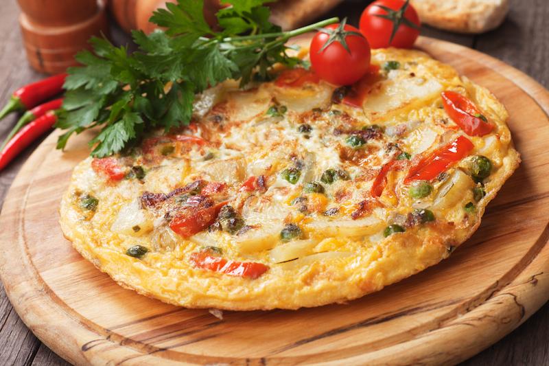 İspanyol Tortillaİspanyol omleti diye de geçen Tortilla'yı, İspanya'da sıkça görebilirsiniz. Patates seviyorsanız, mutlaka deneyin. Hemen her restoranda atıştırmalık olarak karşınıza çıkan patatesli omlet, oldukça doyurucu bir seçenek.